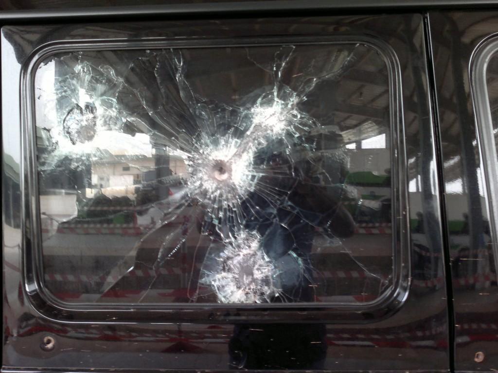 خودرو یکی از مقامات آفریقایی که در معرض شلیک گلوله قرار گرفت و جان سالم به در برد
