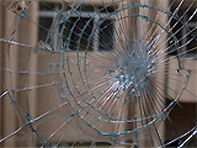 شکستن طرح عنکبوتی شیشه